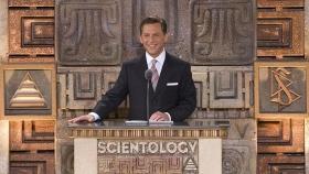 David Miscavige, Scientologi-religionens kyrklige ledare och styrelseordförande för Religious Technology Center, ledde ceremonin vid invigningen av den nya nationella ideala Scientologi-organisationen för Mexico.