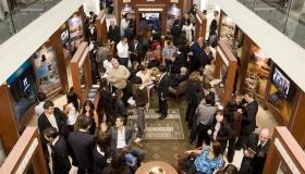 I den nya ideala organisationens informationscenter får tusentals reda på Scientologi-religionens övertygelser och religiösa bruk, grundaren L. Ron Hubbards liv, och de många samhällsförbättrande program och utåtriktade verksamheter som sponsras av Scientologi-kyrkan.