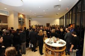 När bandet hade klippts vid invigningen av den fullt renoverade byggnaden på 2761 Emerson Avenue, såg sig scientologer och gäster omkring i den nya Scientologi-kyrkan och Celebrity Center Las Vegas.